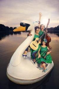 """Zucchini Sistaz - """"Falsche Wimpern - echte Musik"""" @ Kulturzentrum GBS (Ballenlager)"""