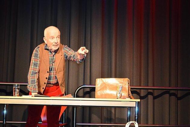 Horst Schroth im Ballenlager
