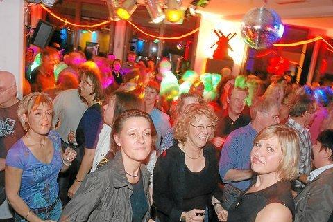 Rote-Mühlen-party im Ballenlager 2009